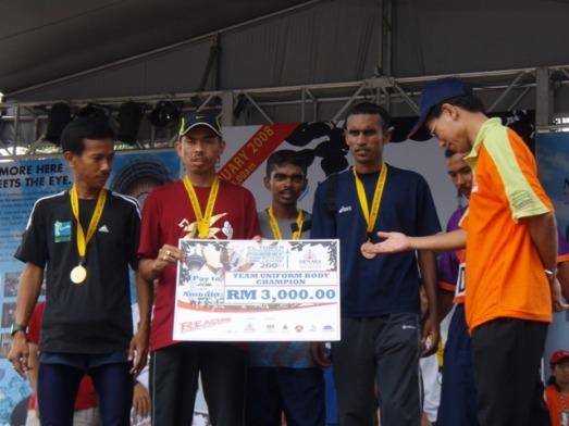 Shahrudin n team mates; champion uniform bodiescat.