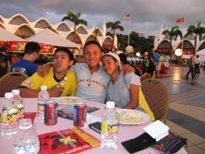 carboloading at Dataran Lang; Abu, Dino and myself