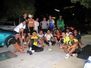missjewelz : during the recent fasting month; Friday night ride at Putrajaya with the cycling kakis