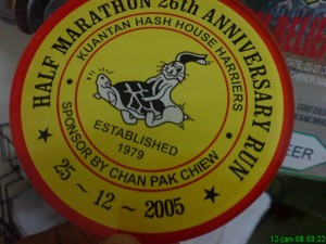 my 1st half marathon 4 years ago in Kuantan ! Check out the medal. cool eh ?! hahah !
