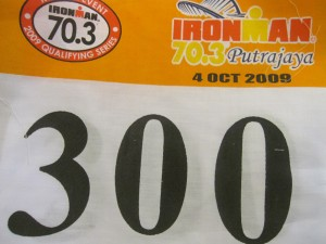 my race number.. bayar MAHAL.. 300 x 2.. quality...kain ! gosh... very dissapointing !!!!!!!!!!