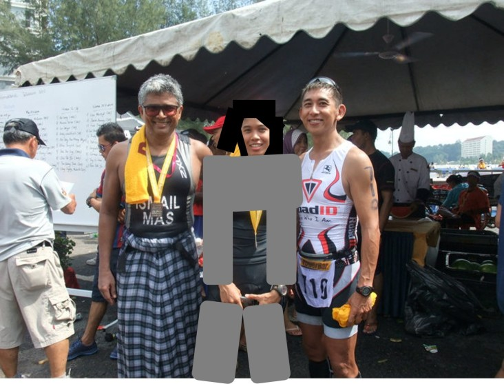 We're just triathletes. Sports for all. :p Frm left: Sofian, missjewelz and incrediPaul. Sarong tribute for the late Ngae.