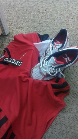 Nothing beats a free pair of new Mizuno and Kappa jersey. A happy example of 'when you get something you didn't expect !'