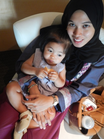 munchkin and mom at KPJ Damansara visiting a relative (relative not in photo..:P)