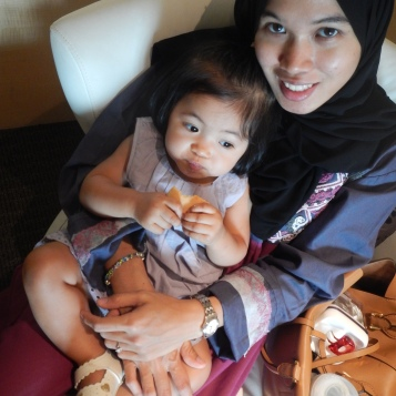 munchkin and mom at KPJ Damansara visiting a relative (relative not in photo..:P)