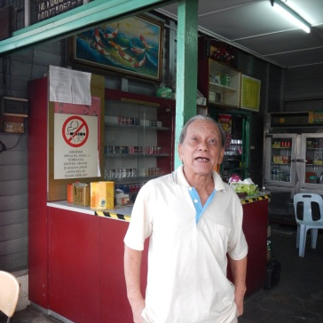 Ate, owner of a local kopitiam which have been around since the Japanese occupation !