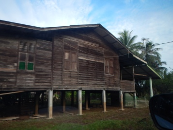 A kampung house. Something you rarely see in KL !!