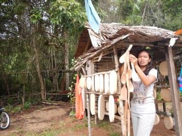 Orang Asli in Nenasi, Pekan selling tembusu products