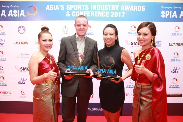 L-R Rainer Biemans and Gloria Ng, Directors of Dirigo Events with the Gold Awards for Best Mass Participation Event and Best Sports Digital Platform